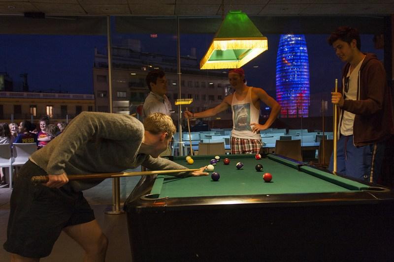 urbany hostel biljard